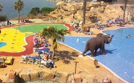 Beach club, El Hotel de los Dinosaurios Hotel Holiday Palace, Málaga, Hotel para niños