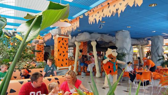 Zona tem tica picapiedra hotel sol pr ncipe costa del sol viajacontuhijo son vacaciones - Hotel piscina toboganes para ninos ...