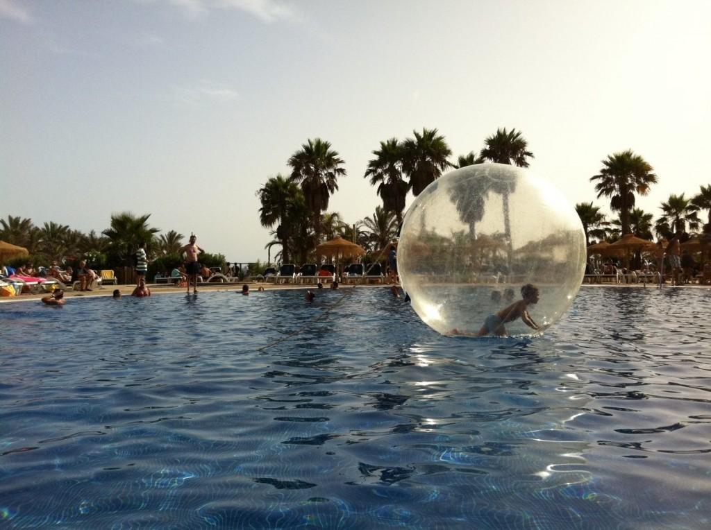 Viajacontuhijo, piscina hote programa cabogata garden singles con hijos
