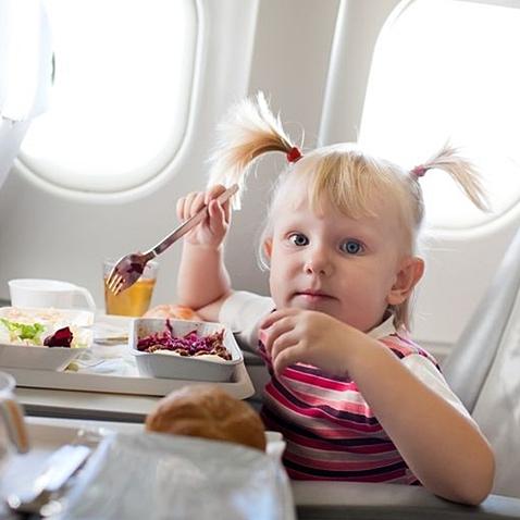 aeronautica-ninos-viajes-familias-monoparentales-2016