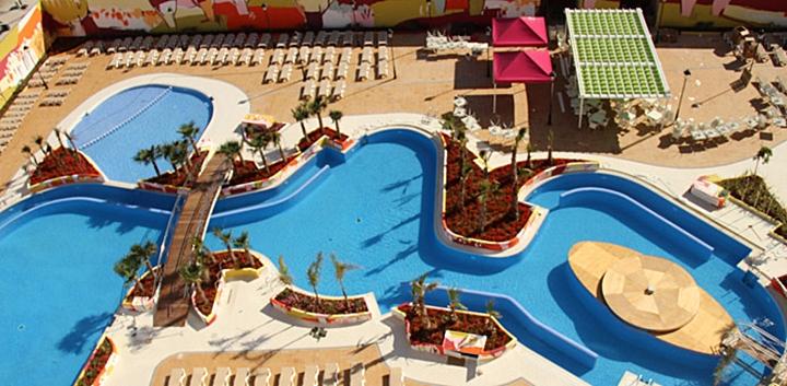 Los mejores hoteles de playa para viajar con ni os for Hoteles en salou con piscina