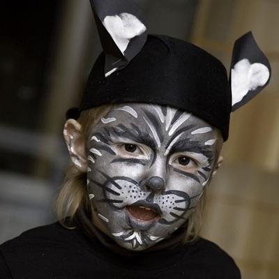 vacaciones-familia-monoparental-disfraz-gato-carnaval