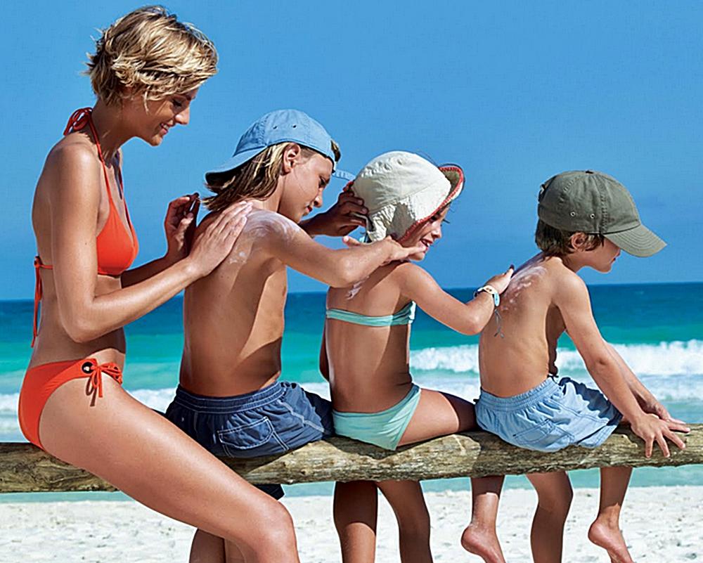 ofertas-viajes-monoparentales-proteccion-solar-niños