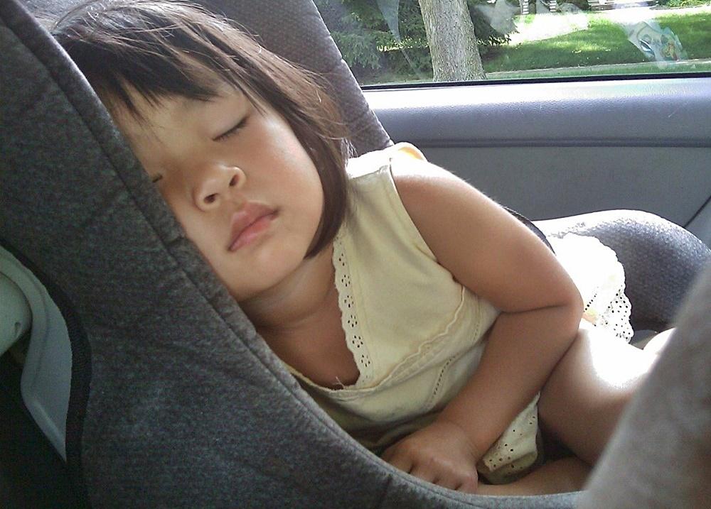 viajes-monoparentales-viajar-con-niños-en-coche